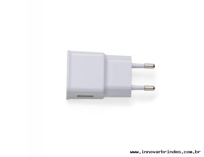 https://www.innovarbrindes.com.br/content/interfaces/cms/userfiles/produtos/13240-carregador-e-adaptador-principal-358.jpg