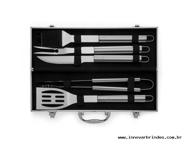 https://www.innovarbrindes.com.br/content/interfaces/cms/userfiles/produtos/1645-kit-churrasco-5-pecas-maleta-aberta-865.jpg