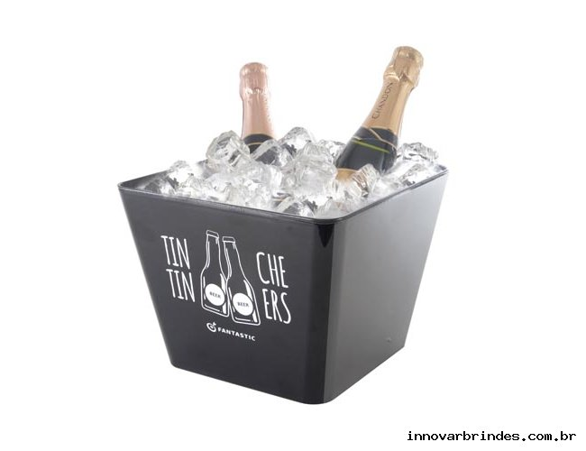 https://www.innovarbrindes.com.br/content/interfaces/cms/userfiles/produtos/brindes-personalizados-balde-de-gelo-innovar-brindes-682.jpg
