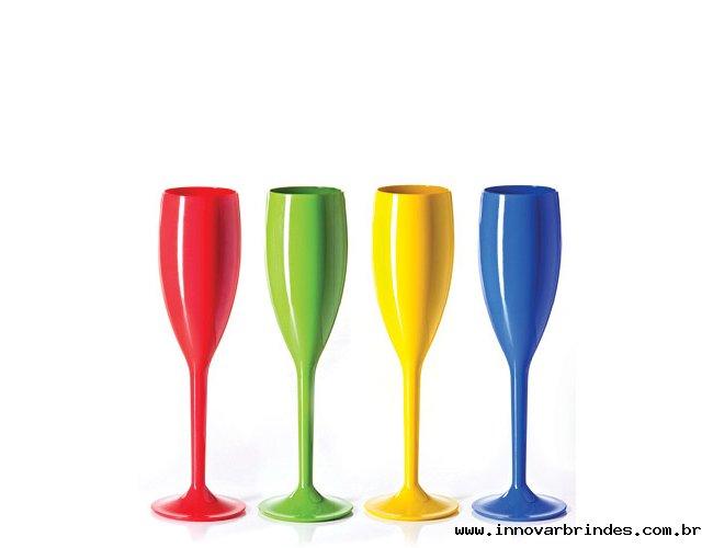 http://www.innovarbrindes.com.br/content/interfaces/cms/userfiles/produtos/tacas-de-champagne-personalizadas-st-taca3-detalhe-301.jpg